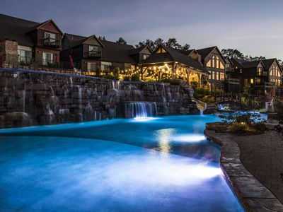 WaterMill Cove Resort Family LUXURY Lakefront Lodge~2mi to Silver Dollar City~Dock/Kayaks~HUGE POOLS