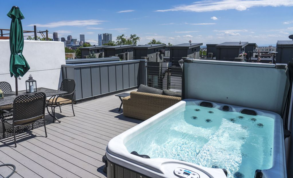 Luxe Private Rooftop Hot Tub Fire Pit Walk Downtown