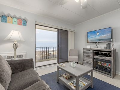Now accepting 2021 reservations! Beautiful one bedroom condo, midtown on the ocean