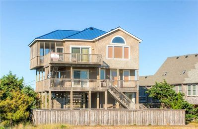 Oceanfront Fun for the Whole Family! Pool, Hot Tub, Screened porch, Dog-Friendly