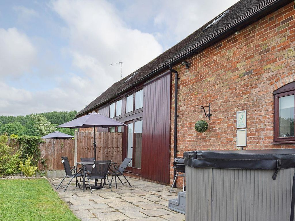 with parties beautiful cottages cotswolds hot barn families in for gilboa to tubs the perfect rent home