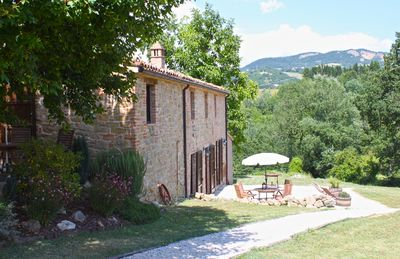 Photo for Beautiful Self-Catering Farmhouse Apartments Near Amandola Le Marche With Pool
