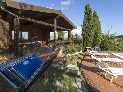 Photo for Cosy apartment with pool, A/C, WIFI, TV, patio, panoramic view, parking, close to San Gimignano