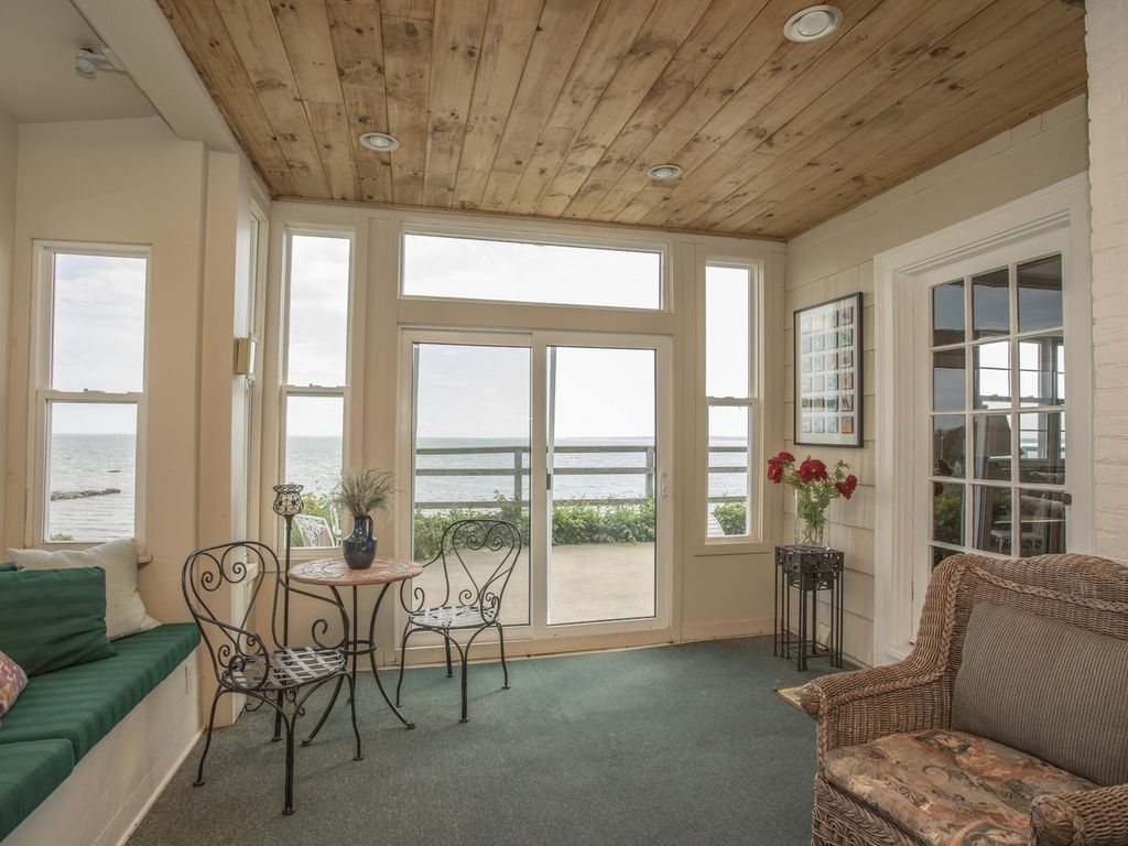 Lovely Sunrise Sunroom Overlooking Buzzards Bay, Falmouth And The Canal