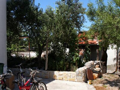 Photo for Two bedroom apartment with terrace Sućuraj (Hvar)