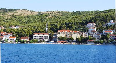 Photo for Comfortable apt 10m from lively beach, restaurant & beach bar, 4km from Trogir