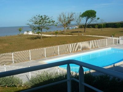 Photo for Luxury apartment, sea view and direct access, pool and garden