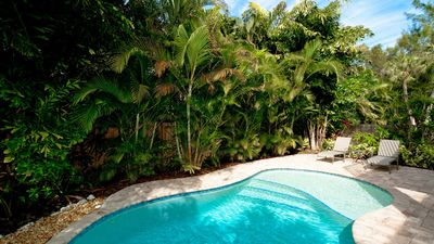 Private Heated Pool - 5 minute walk to Beach - Close to Everything!