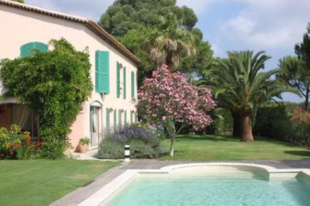 Charming villa old bastide with decoration provence for Decoration jardin claustra
