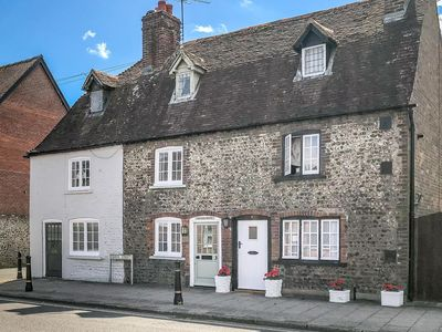 Photo for 18th century flint cottage in Arundel