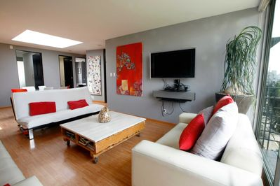 Confortable space to relax and enjoy cable, netflix or prime vide