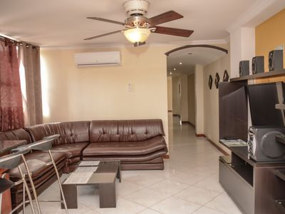 3 Bedroom 3 Blocks From Lleras With Hot Tub
