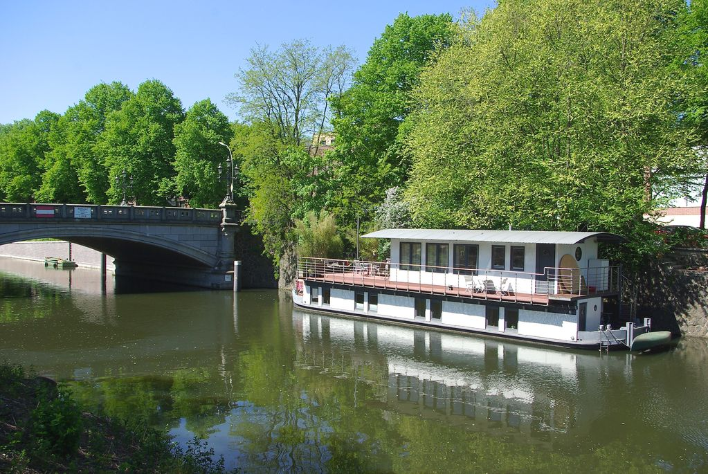 Houseboat In The Center Of Hamburg Instead Of Detached House With Garden Directly On The Water Hamburg Nord