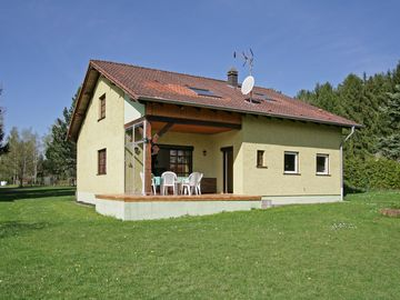 Spacious house 26 acres land in Rémering L Puttelange forest and pond views.