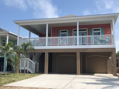 New 4BR/3.5BA Home Steps from Beach w/Private Heated Pool. (Up to 23 gsts)