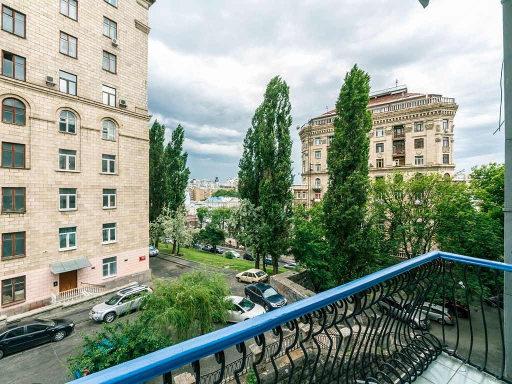 Three bedroom. 8 Lyuteranska St. Centre of Kiev - Studio Apartment, Sleeps 6