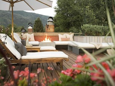 Roof top deck with panoramic views, firepit, jacuzzi and wine refrigerator