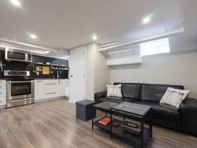 Photo for New, Modern 2 bed & 2 bath with Jacuzzi tub near Toronto Pearson Airport