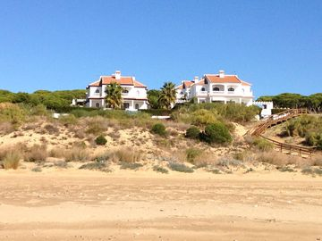 Well kept beach house with pool and beautiful sea views