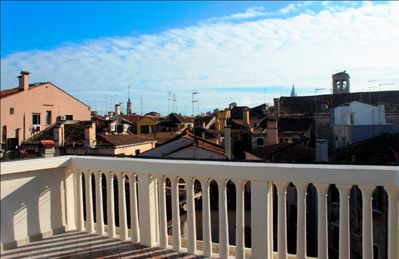 Photo for Rialto Terrace with stunning view over Venice