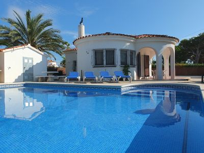 Photo for Fabulous location less than a 5 minute walk from a the beach, air-con and WIFI