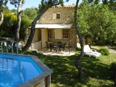 Photo for Small Provencal farmhouse at the heart of nature, wonderful view, Gordes (6Km)