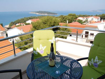 Photo for One bedroom apartment with terrace and sea view Bilo (Primošten)