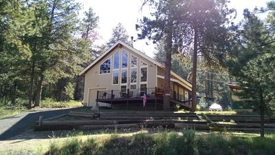 Photo for Contemporary/Rustic cabin in the tree-lined shores of Lake Cascade