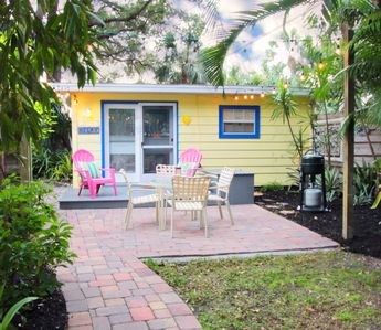 Photo for Fern Haven Studio Cottage - walk to Siesta Beach and Village Pets Welcome!