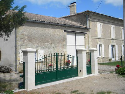 Photo for Independent lodging near Castillon la Bataille
