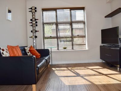 Photo for Spacious & Bight City Centre Flat