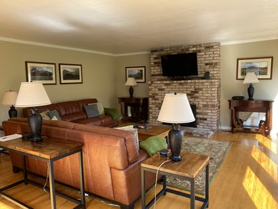 Large spacious great room with gas fireplace
