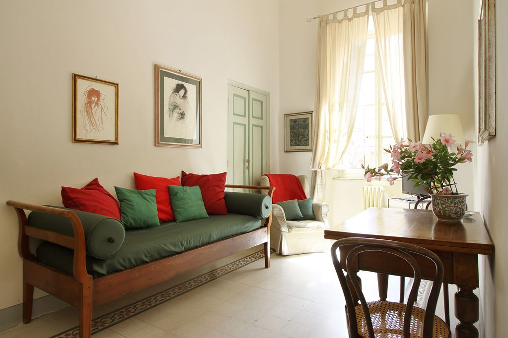 Elegant Apartment For 5 Persons Inside The Walls Of Lucca
