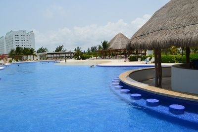 The wet bar of the small palapa in the pool