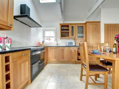 Photo for Cosy apartment for 4 guests with WIFI, TV and pets allowed