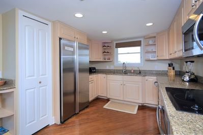 Stainless appliances and granite countertops for the pickiest chef!