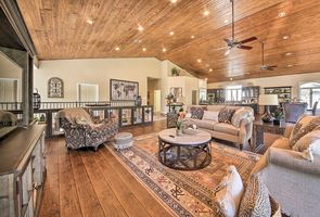 Photo for 5BR House Vacation Rental in Mcqueeney, Texas
