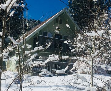 Photo for Villa Pine Mountain- country cottage get away (green)