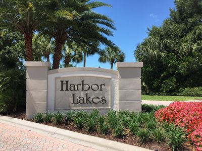 Entry to Harbor Lakes