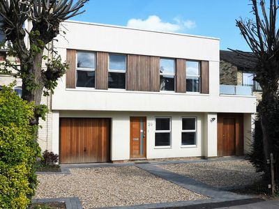 Photo for Cambridge: Modern, spacious house in residential location close to city centre