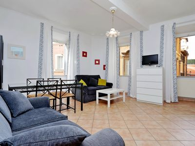 Photo for 1bdr apt close to the Trevi Fontain
