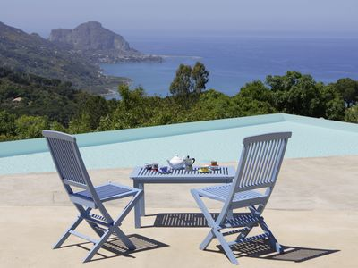 Photo for A perfect place to relax, enjoy the countryside with seaviews