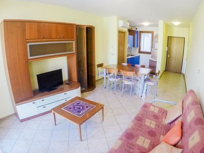 Photo for Excellent apartment in good location, close to services and the beach