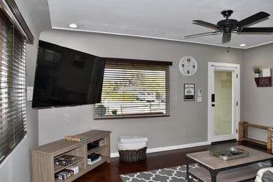 Living room feature 65' SMART TV (Netflix included)