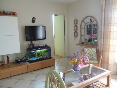 Photo for Istres, bright apartment at the foot of the pond of the olive tree and its park.