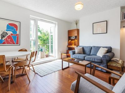 Photo for Spacious, Bright 2 Bed apt in East London