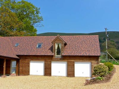 Photo for THE GRANARY, pet friendly, with a garden in Wentnor, Ref 906121