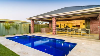 Photo for Kings House - Central Yarrawonga with SOLAR IN GROUND POOL!