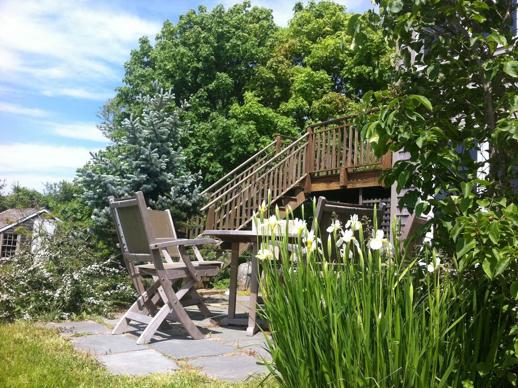 The beautiful and comfortable duck crossing cottage on for Block island cottage