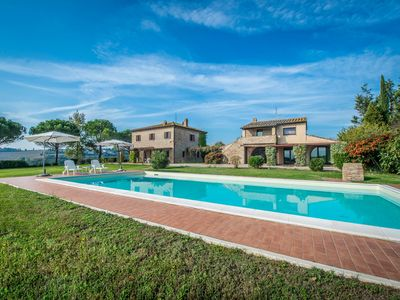 Photo for Farmhouse with swimming pool in Umbria
